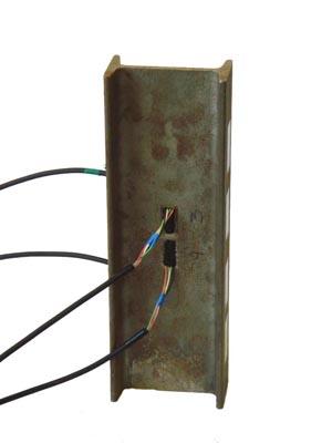 Пакетированный тензорезистор. Пример установки привариваемого тензометра на двутавр №10