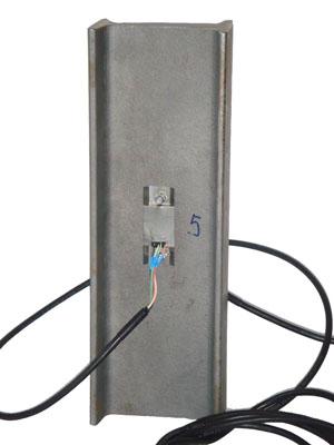 Пакетированные тензорезисторы. Пример  установки  съемного  тензометра  на   двутавр   №10.